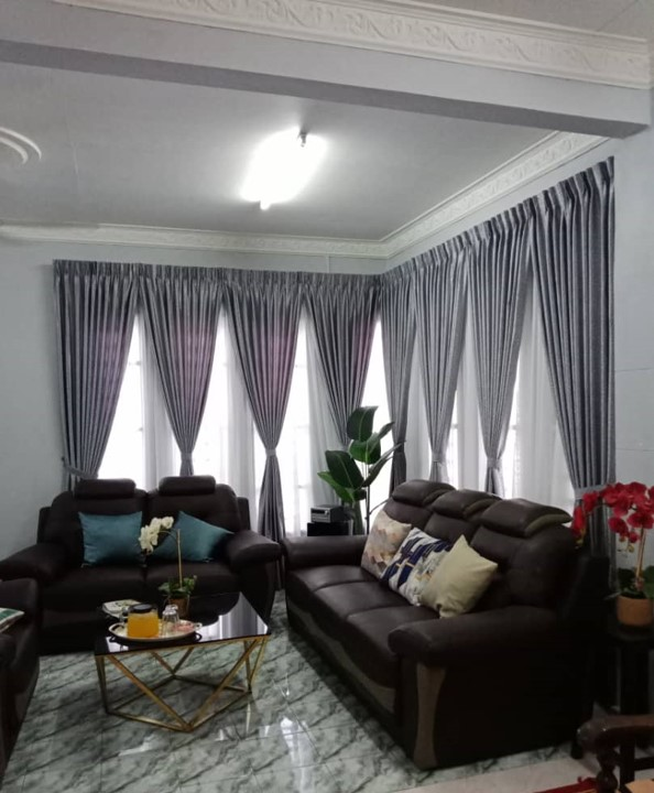 Modern-pattern-curtains-are-in-classical-light-grey-color-with-furniture