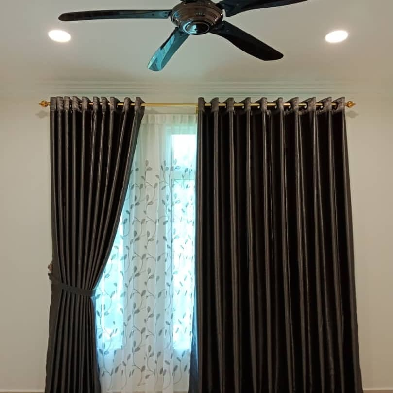 Modern-pattern-curtains-in-classical-dark-color