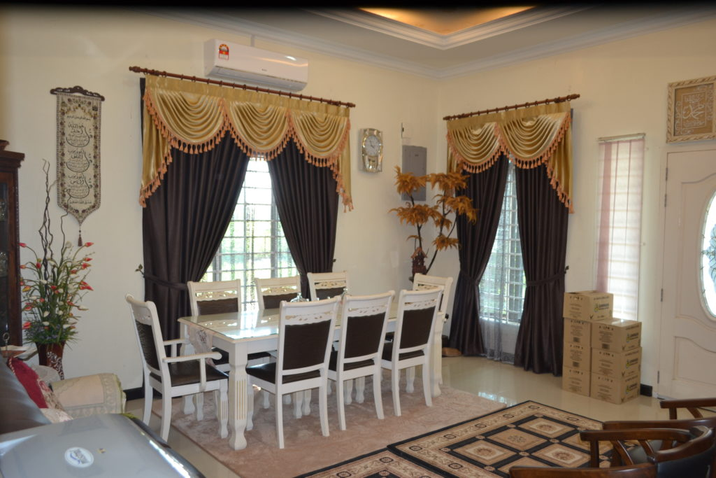 gold-and-brown-curtains-for-dining-room